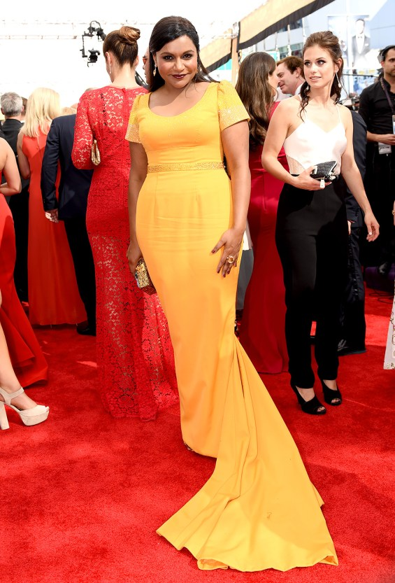 Mode XLusive Canadian Fashion Blog Curvy Mindy Kaling-emmys-2015-red-carpet