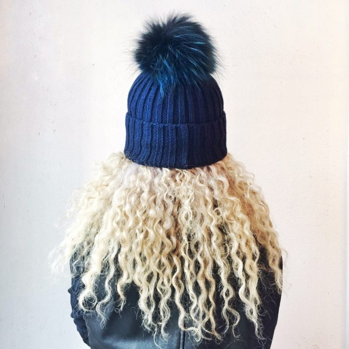 ottawa-fashion-blog-stunning-jewelry-store-byward-market-york-street-tuque-with-pompom-1
