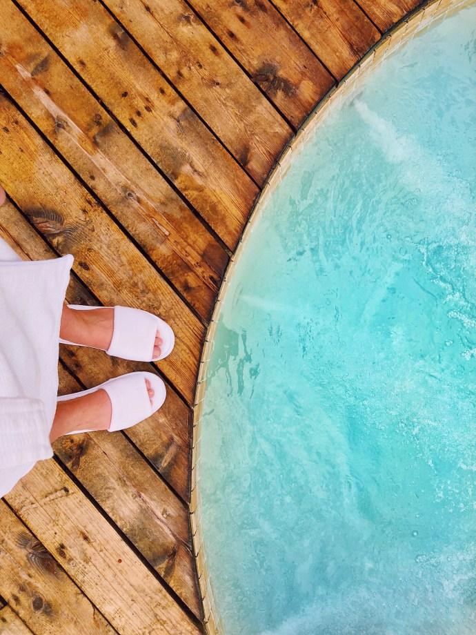 Ottawa-Gatineau-boutique-Hotel-Wakefield-mill-travel-blog-blogger-fashion-Chantsy-hot-tub-spa