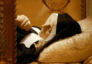 Nedotknuté telo svätej Bernadette Soubirous a jeho exhumácia
