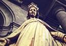 Veriaľudia 21. storočia vzázračnú moc medailónu?