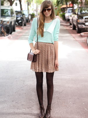 What can I wear with brown tights? 3