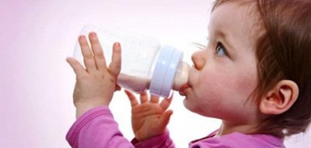 طريقة فطام الطفل عن الرضاعة الصناعية موضوع
