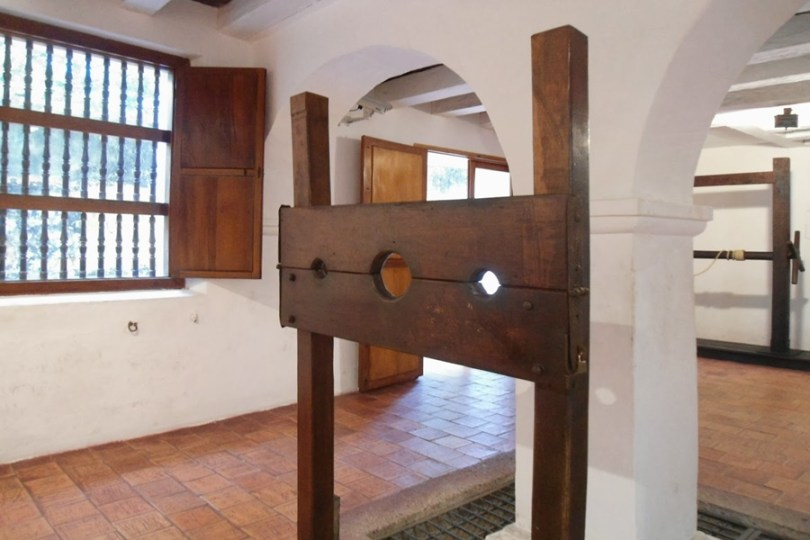 Instrumento de tortura no interior do museu