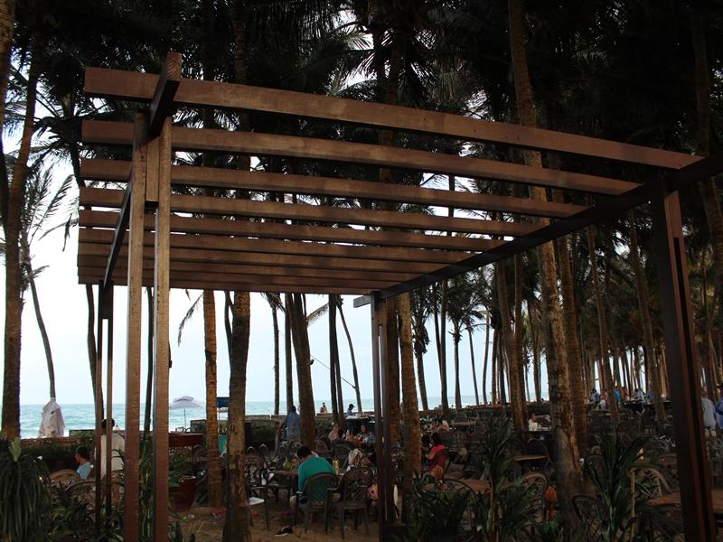 Estrutura na praia Pon
