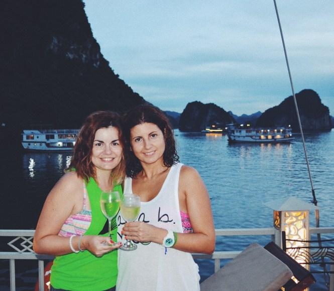 Fiesta en el crucero por Halong Bay