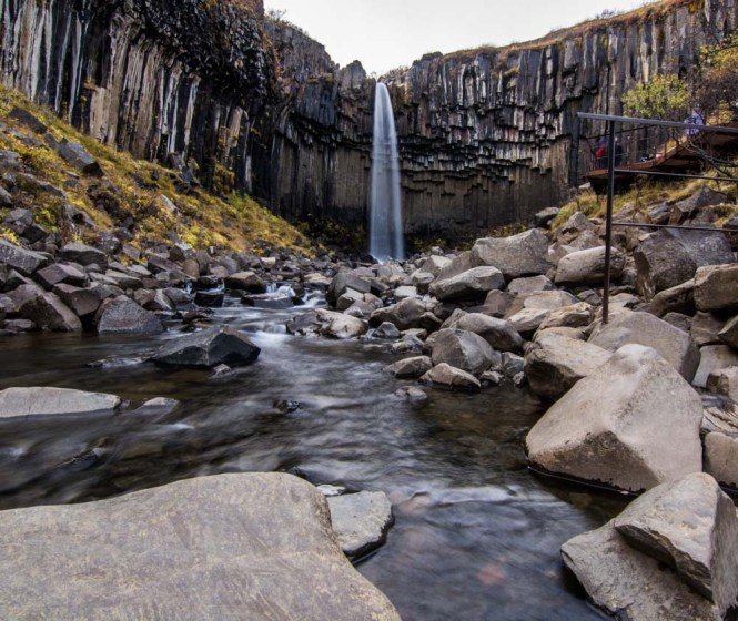 Svartifoss waterfall en Parque Nacional Skaftafell