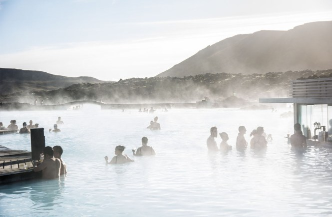 visita a blue lagoon islandia
