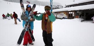 Wie trägt Jerry seine Ski