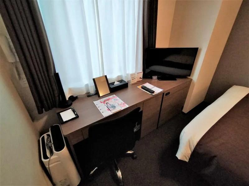 スマイルホテルプレミアム札幌すすきののデスクとチェアー