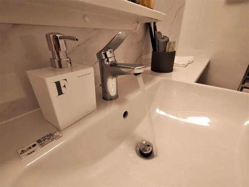 ザノット札幌のスタンダードツインルームの洗面台