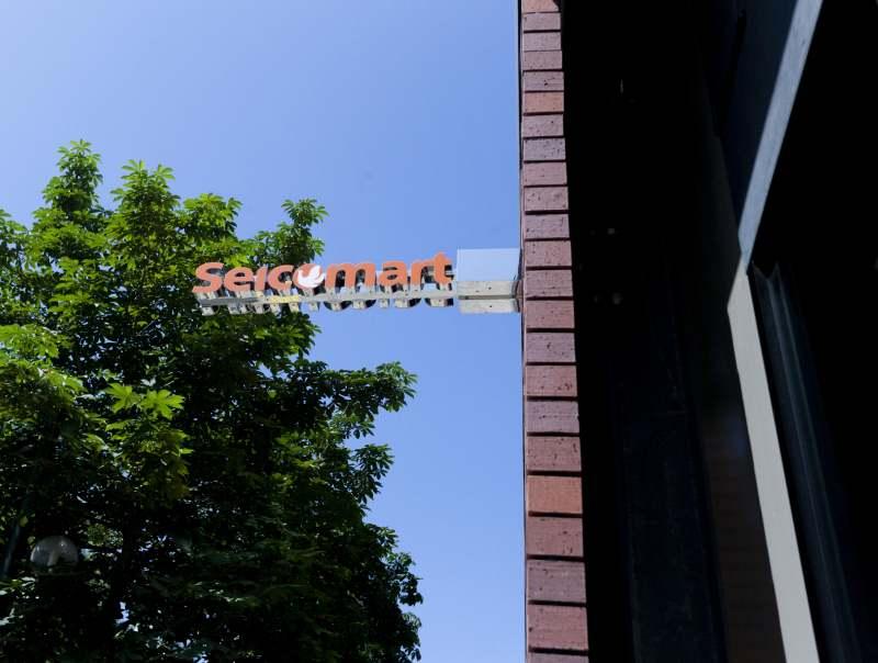 ザノット札幌1階に入るセイコーマートの看板
