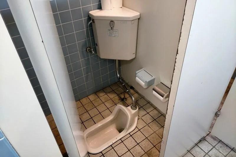 「三重緑地公園キャンプ場」のトイレ