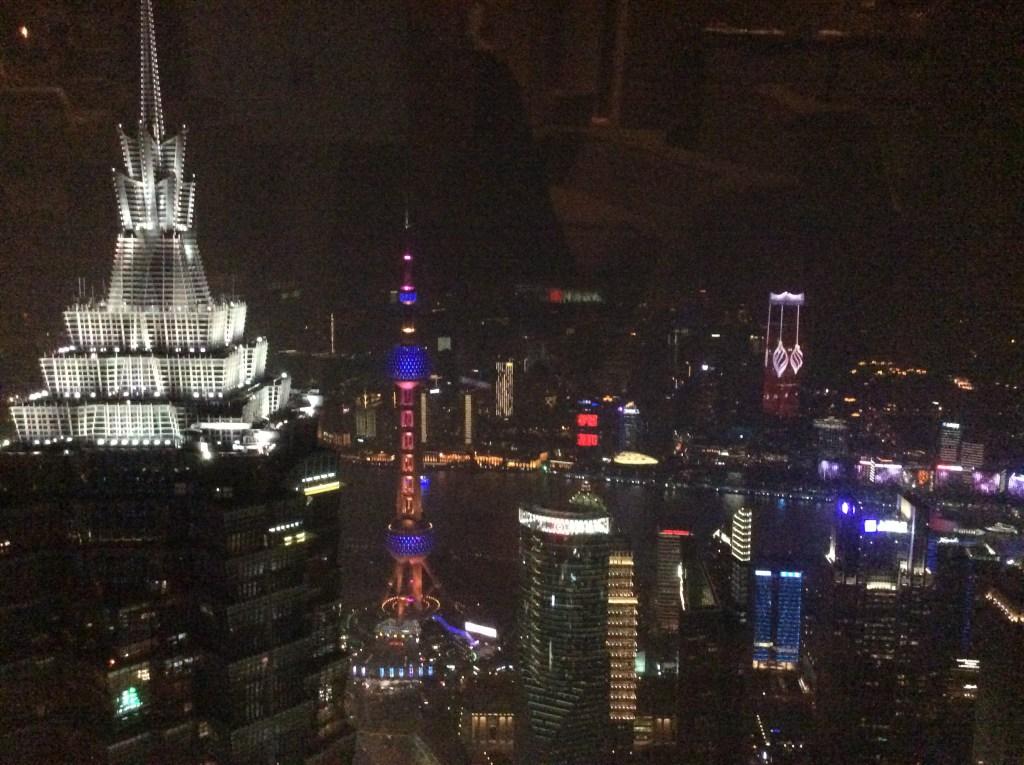 家族旅行 上海浦東の世紀大道 美しい夜景 海ワールド・フィナンシャル・センター