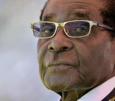 Mugabe announces plans to retire