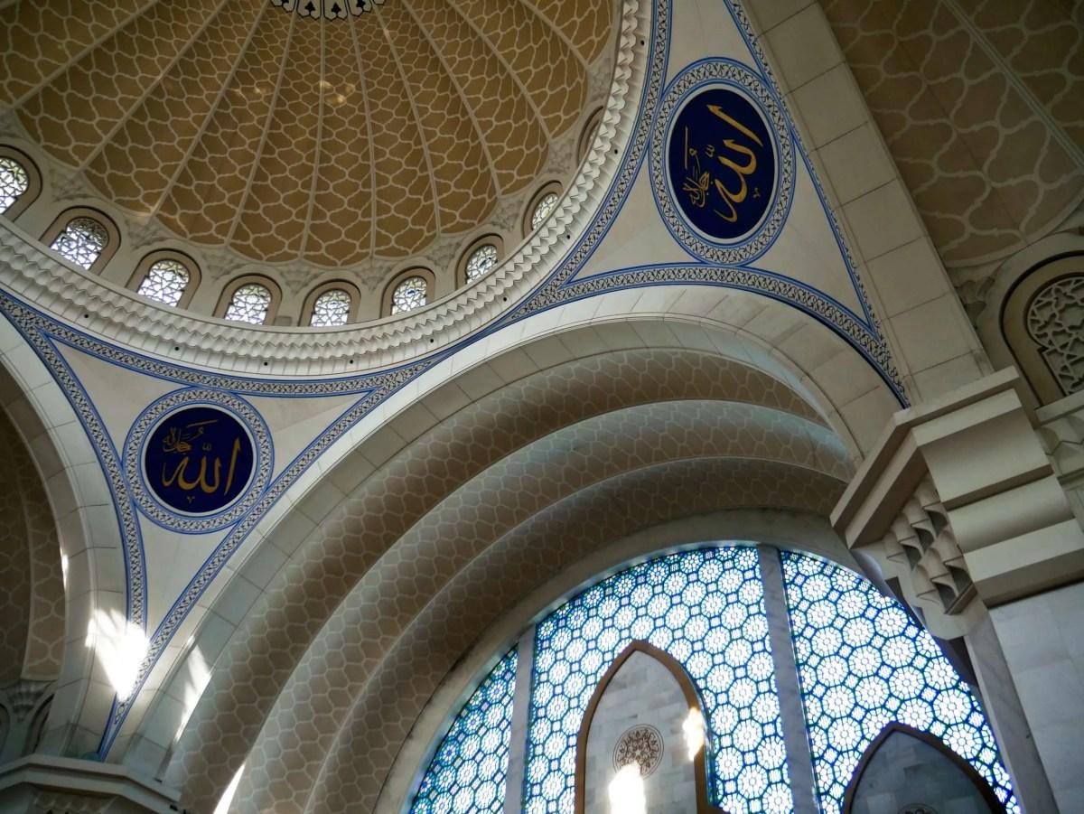 Masjid Wilayah dome inside