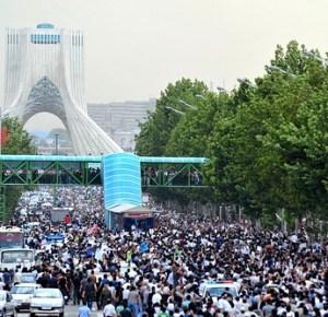 إيران بين ثورتين