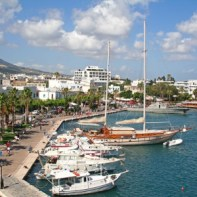 greece-dodecanesse-island-kos-kos-town-harbor-with-yachts-ws