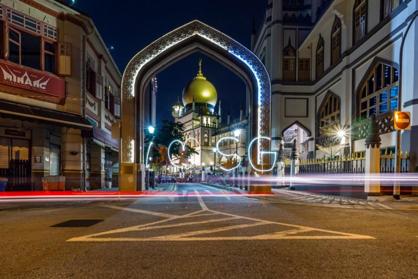 Tutorial-Städtefotografie-bei-Nacht-Singapur-Lichtspuren