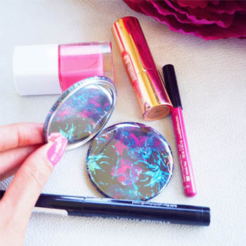 miroir de poche maquillage make up glass pouches pochettes femme accessoires sac bag girl girly cadeau original gift crayon lore vernis ongle instagram