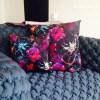 coussin canape chez codes interieurs mohanita creations duo de coussins elegant chic rouge bleu fleurs flowers toucher velours canape design concept store architecte interieur belfort franche comté doubs