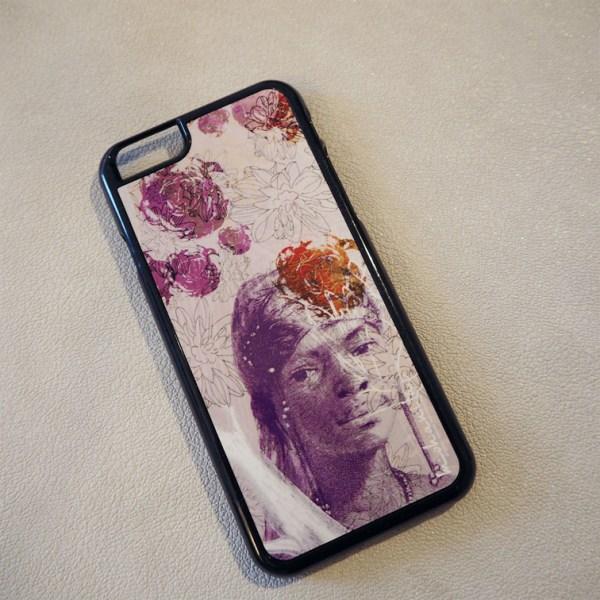 coque iPhone 6 et 6 s plastique noir motif pattern floral et leur violette violet pantone nuancier de l'année ethnique chic originale bohème pas chère a offrir cadeau