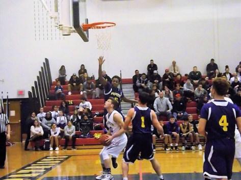 Tysean Hanna tries to block a shot by Hartz