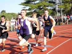 Michael Johnson at start of 4x800 meter relay