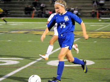 Hailey Parrotti races down field