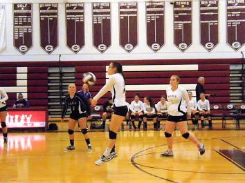 Alyssa Kuchis setting the play
