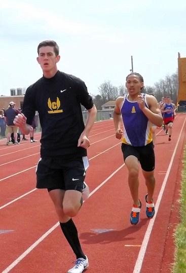 Ryan Kamanu (right) in 800 meter race