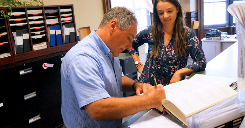 Arthur Iannuzzi signs the oath of office with City Clerk Laura Barquero at Amsterdam City Hall after being appointed by the common council