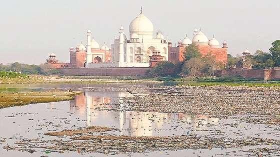Đền Taj Mahal kêu cứu