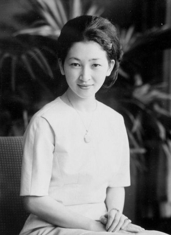 Michiko là vị hoàng hậu có xuất thân bình dân đầu tiên trong lịch sử nước Nhật.