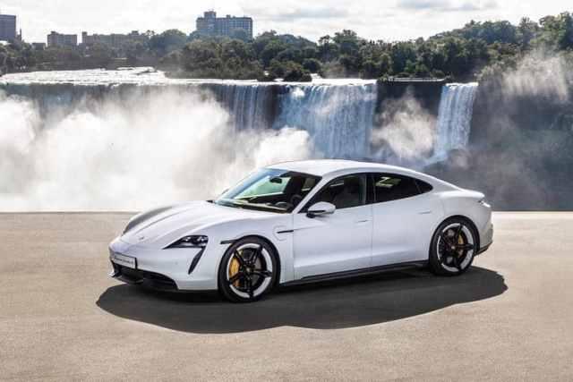 Porsche Taycan (Nejluxusnější elektromobil)