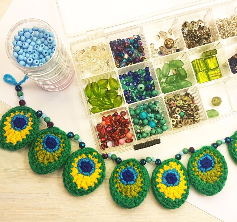 peacock-bunting-beads
