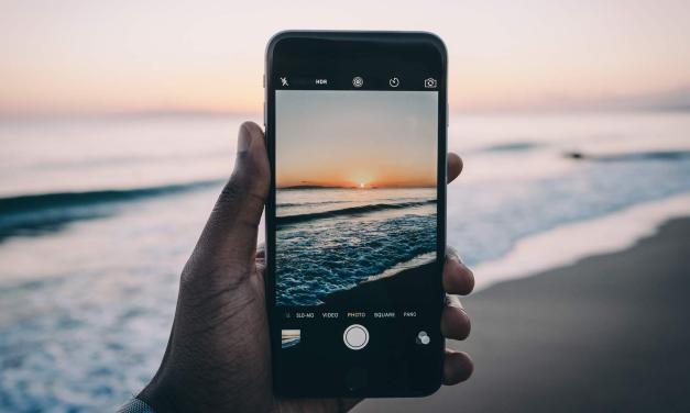 Wakacje i uszkodzone iPhone'y w roli głównej