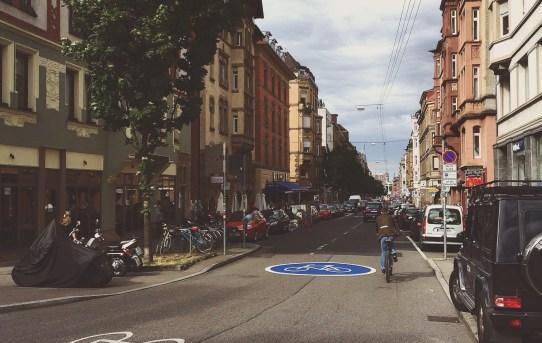 HALLOOOOO, des isch ne Fahrradstraße!!!