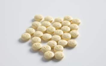 5 Informasi Penting yang Perlu Kalian Tahu Sebelum Konsumsi Obat terminal mojok.co apoteker apotek farmasi efek samping obat