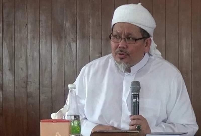 Poster Tarawih Bersama Tengku Zulkarnain dan Nyinyiran Netizen ...