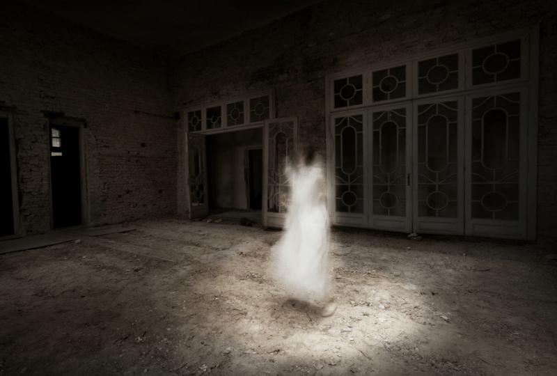 hantu tengah malam