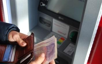Katanya Mahir Berbahasa Inggris, Saat Gunakan Mesin ATM Kok Tetap Pakai Bahasa Indonesia?