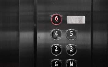 Tipe-Tipe Penumpang Lift di Kantor Tempat Saya Bekerja