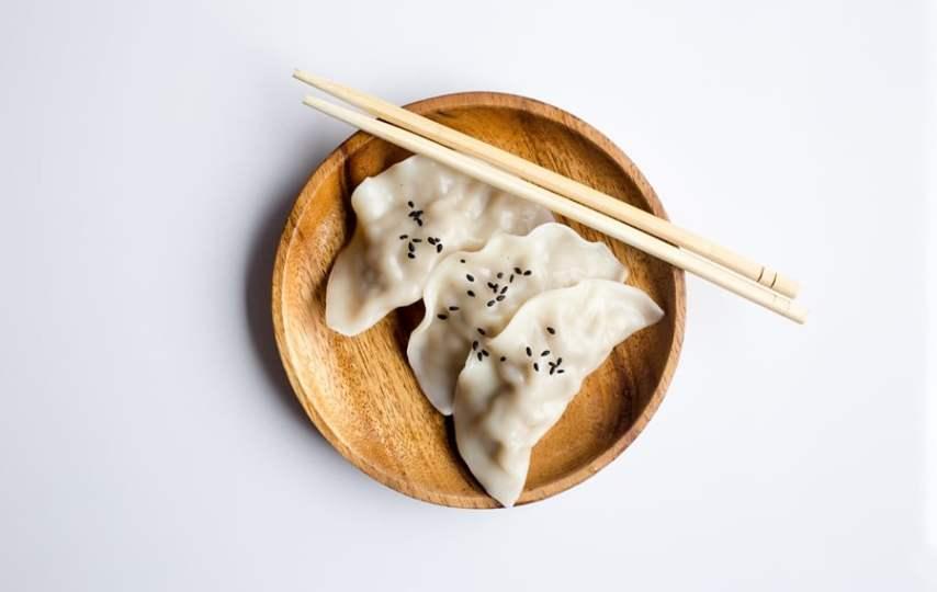 Diajarin Makan Pakai Sumpit Sama Papa Shinchan