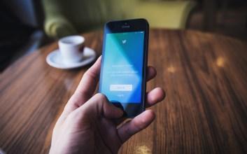 Kebahagiaan dan Merasa Eksis di Media Sosial Saat Mention Dibalas oleh Tokoh Idola