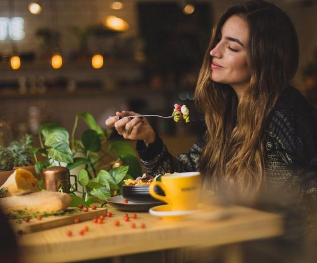 Tak Main-Main, Para Food Vlogger Juga Berperan Sebagai Penglaris Warung Makan