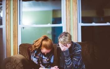 Apa yang Harus Kita Lakukan jika Orang Tua Nikah Lagi Setelah Bercerai? terminal mojok.co
