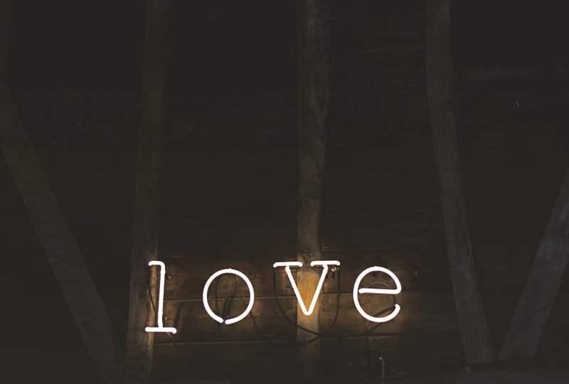 Perayaan Valentine Bukan Budaya Kita, Budaya Kita Adalah Berdebat Perihal Valentine