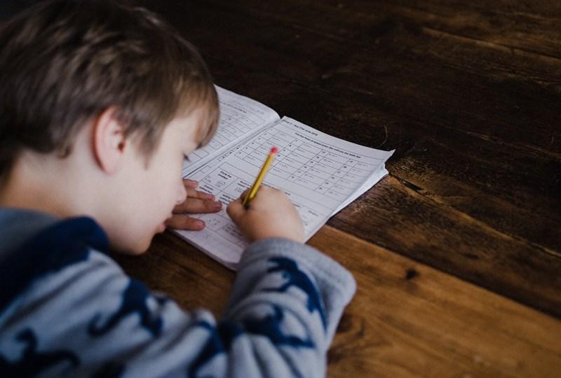 Bilangnya Disuruh Belajar di Rumah, tapi Malah Dikasih Banyak Tugas