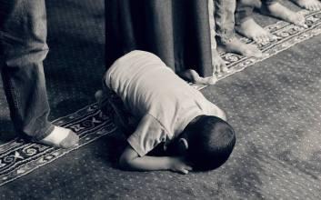 doa anak yatim diijabah menyantuni mengasihi merawat anak yatim kewajiban muslim mojok.co